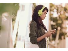 MDR-100 von Sony_Limonengelb_Lifestyle_05