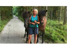 Kicki Westerberg med sina hästar