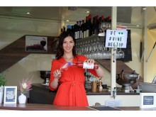 "Leipziger Weinfest - Daniela Heimann an ihrem Weinstand ""Wine Meet Up"""