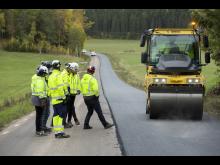 Svevias teststräcka - Utläggning asfaltmassa med inblandning av lignin som bindemedel - press - Foto - Markus Marcetic.jpg