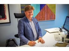 Morten Jakhelln signerer de 10 strakstiltakene i Eiendomssektorens veikart mot 2050.