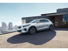 CD_CUV_PHEV_04_charging_wo_cable_LHD_CROP_cmyk