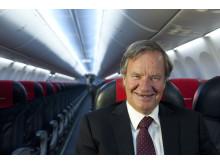 Norwegianin toimitusjohtaja Björn Kjos Boeing 737-800 -koneessa