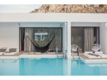 Hotelværelser med direkte adgang til poolen er eftertragtede og ofte de første, som bliver udsolgt hos Spies. Her fra nyåbnede Casa Cook på Rhodos.
