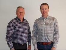 Ny Ford-forhandler i Halden: til venstre Christian Løchen, daglig leder Halden Auto og til høyre Geir Løchen, salgssjef Halden Auto