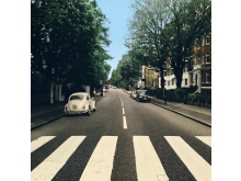 The Beetle's Abbey Road – Reparked Edition, ett nytt, unikt vinylomslag med en perfekt parkerad Beetle.