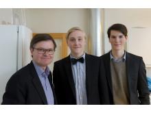 Elever på Carlforsskas Ekonomi- och Handelsskola samtalar med Kenneth Bengtsson, ordförande Svenskt Näringsliv