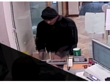 Steven Ifield robbing a bank in Redbridge 002.jpg