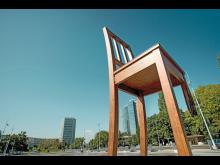 Broken Chair, Genf ©Schweiz Tourismus:Christof Schürpf