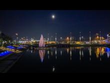Lichtsegelbaum am Bootshafen