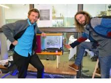 """Robert Dvorak und Lukas Walter von """"Lukas&Robertson"""" präsentieren ihren Musikschrank """"Von Gramofon"""" für die Designers' Open 2016"""