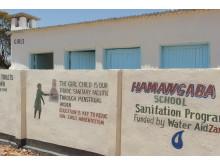 Nybyggd skoltoalett på Hamangaba School, Monze District, Zambia