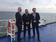 """Scandlines CEO trifft Ministerpräsident von Schleswig-Holstein Daniel Günther an Bord der Scandlines Hybridfähre """"Schleswig-Holstein"""