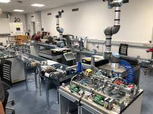 Automatik arbejdsstation med robot og sorteringsmodul.jpeg