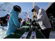 Um auch wirklich die richtige Ausrüstung zu finden, stehen den Teilnehmern beim GletscherTestival Wintersport-Profis mit Tipps für den richtigen Umgang mit der Sport-Ausrüstung in der Praxis, geführten Abfahrten und Skitouren, zur Seite.