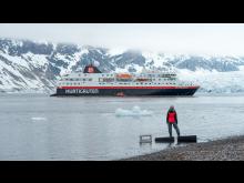 MS-Spitsbergen-i-Burgerbukta-Svalbard-Stefan_Dall_Hurtigruten