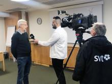 Härryda Årets Konsumentkommun enligt Råd & Rön. Lars Sundling, konsumentvägledare, intervjuas av SVT, vid prisceremonin i kommunhuset i Mölnlycke, 25 november 2019.