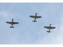 Stridsflygplan av modell P-51 Mustang flög över firandet.
