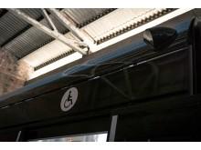 Tydelig merking av dør med tilrettelagt rullestolplass_foto Sporveien