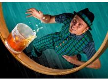 """Künstler Mantega (Kapverdische Inseln) mit seiner Show """"Whisky Circus"""""""
