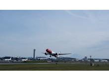 """Dreamliner 787-9 EI-LNI """"Greta Garbo"""" despegando de Seatlle."""