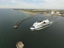 """Scandlines' Hybridfähre """"Prinsesse Benedikte"""" im Hafen von Rødby"""