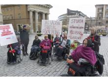 Assistansberättigade demonstrerar mot Hässleholmsförsöket.