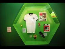 Very British - Fußballschuh von Bobby Moore - Foto: Emilia Caruso
