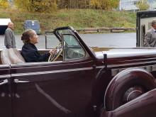 Gamle biler blir behandlet i varmekammer
