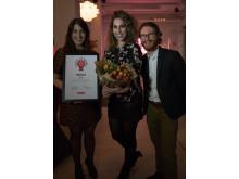 Magdalena Stadler, Hanna Sjöström och Sacha Pardon från BoKlok var på plats i Stockholm för att ta emot priset i Digital PR Awards.