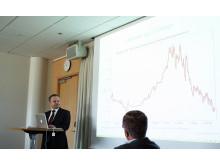 "Pekka Kääntä presenterar sin rapport ""Renovering av miljonprogrammet – ett gyllene läge"""