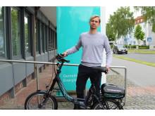 Freude beim TuS Henglarn: Guido Vogel mit dem gewonnenen Klapp E-Bike.