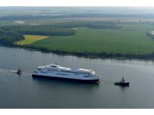 Det første GR-skib trækkes fra Stralsund_2