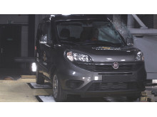 FIAT Doblo - Pole crash test 2017