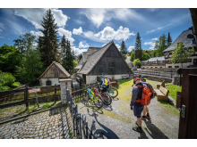 """Radfahren und Welterbe entdecken, hier am historischen Hammerwerk """"Frohnauer Hammer"""" in Annaberg-Buchholz"""