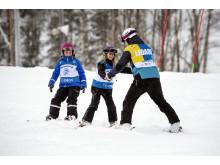 Alla på snö - alpin skidåkning barn och ledare