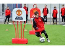 Fodboldskolerne byder på tre dages intens træning for både drenge og piger.