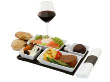 Flymad behøver ikke at være et tørt stykke brød med en skive ost, hvor begge ender bøjer sig mod hinanden. Her er et af de måltider, som Spies' gæster kan nyde på flyvninger med Thomas Cook Airlines.