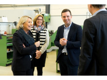 Fra vesntre: Næringsminister Monica Mæland, konsernsjef Anne Maring Pangenstuen i Siemens og Ola Tronrud, daglig leder i Tronrud Engineering