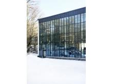 Del av fasaden. Åkeshovs sim- och idrottshall