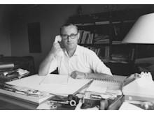 Ingvar Kamprad vid sitt skrivbord, kontoret i Älmhult