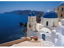 Det er udsigter som denne, som har gjort Santorini til en af Grækenlands absolut mest fotograferede øer.
