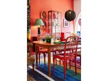 Miljöbild dukat bord i butiken, kurerat av Luke Edward Hall