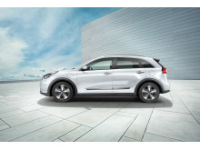 kia_niro_phev_my18_side_view_(with_16_rims)_11443_63739