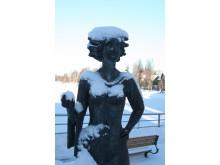 Sola-statyn i vinterskrud