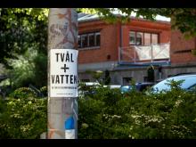 Affisch på Övre husargatan.