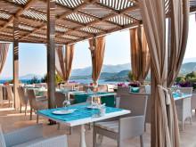 Frukost med havsutsikt på hotell Thalassa med högsta kundbetygen av Airtours gäster