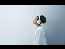 WH-1000XM4_Silent White_Lifestyle_von_Sony (1)