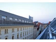 Blick von einem Zimmerbalkon in die Hainstraße des Arthotel ANA Symphonie