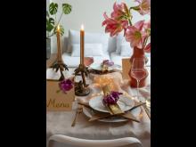 Lyxig dukning med svenskodlade tulpaner och amaryllis